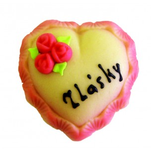 Srdce z lásky – baleno ve smršťovací folii - marcipánové figurky na svatební dort - marcipán